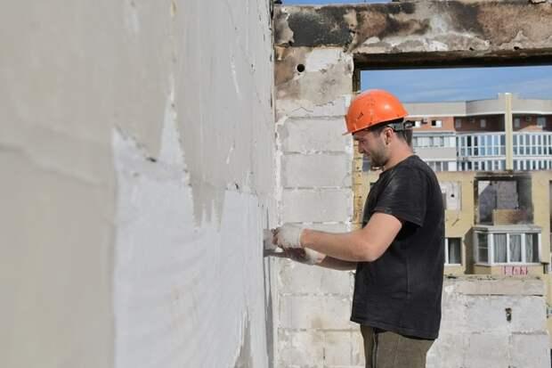 В Краснодаре начали восстанавливать стены горевшего дома на Российской
