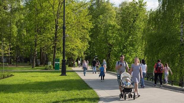 Центральную часть парка на Павелецкой площади в Москве открыли после благоустройства