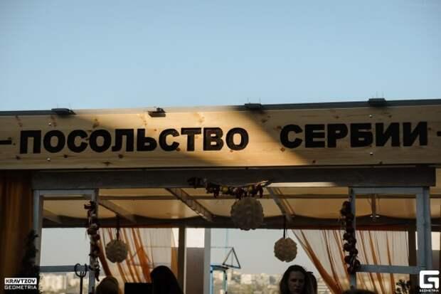 Сколько стоит просмотр военного парада в заведениях Севастополя?