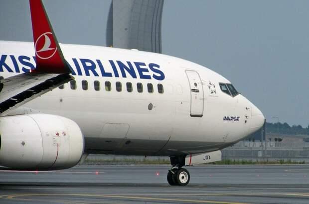 Подросток отсудил 6 млн рублей у авиакомпании за пролитый чай