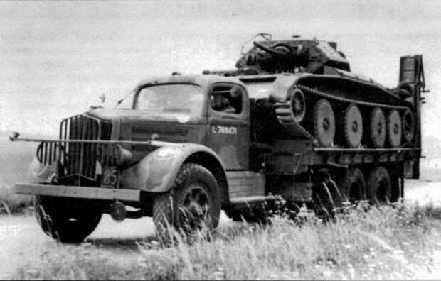 На фото (сверху вниз) - танки на грузовиках; колесно-гусеничные танки разных стран. Исто́рия, военное, плавающие танки, советские танки, танки, танки РККА