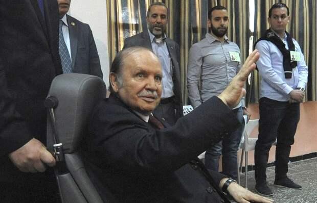 Умер президент Бутефлика, который правил Алжиром 20 лет