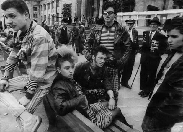 80-е годы XX века были расцветом неформальной молодежной культуры. /Фото: publy.ru