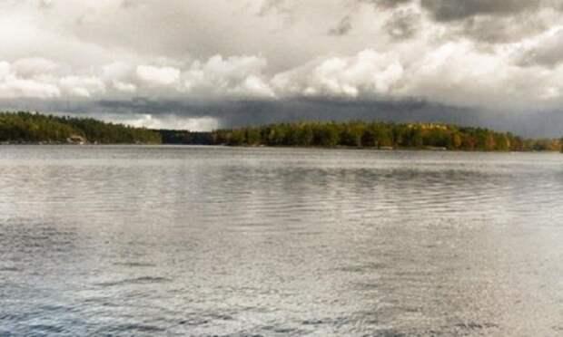В Холмогорском районе перевернулась лодка с рыбаками, один из них погиб