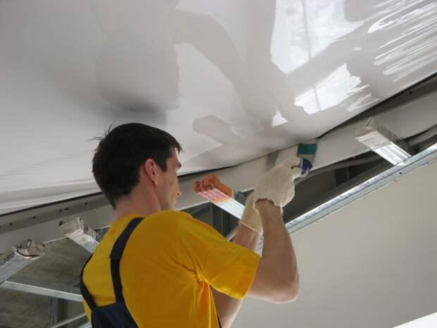 Советы по ремонту натяжных потолков