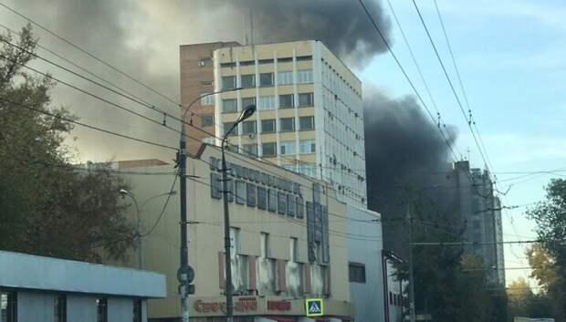 Пожар в производственном здании Подольска охватил площадь в 400 квадратных метров