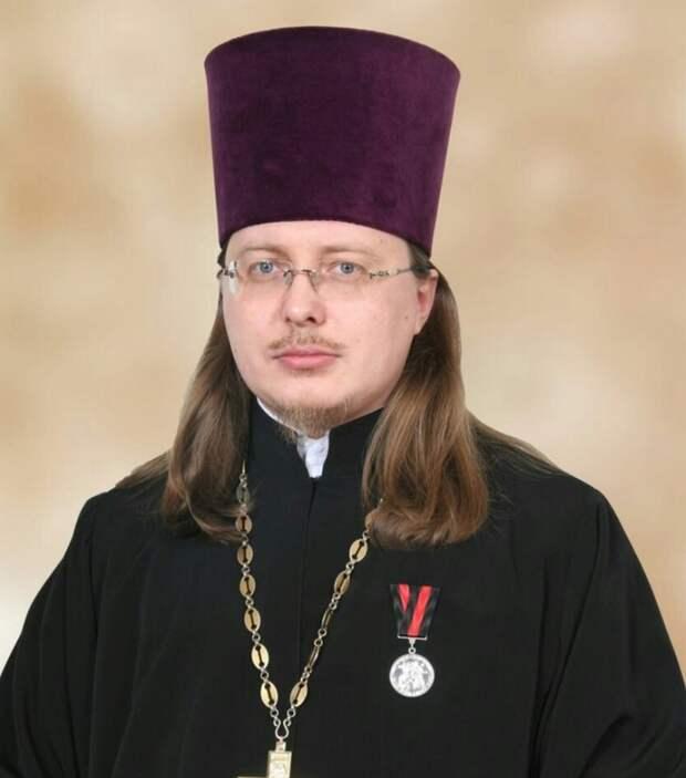 Протоиерей Вячеслав Баскаков, известный из-за фоток в Gucci и LV в инсте, извинился