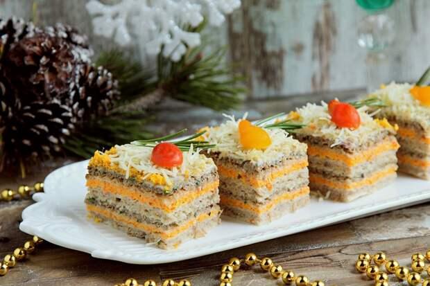 Новогодние рецепты, меню новогоднего стола: вкуснейшие селедочные тортики
