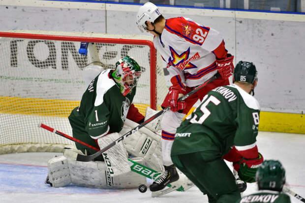 Хоккеисты «Ижстали» уступили на выезде казанскому «Барсу»
