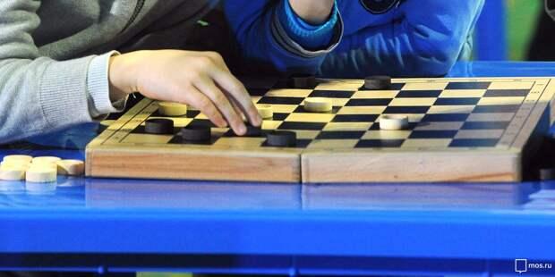 Жительница Войковского вошла в тройку лучших на окружных соревнованиях по шашкам