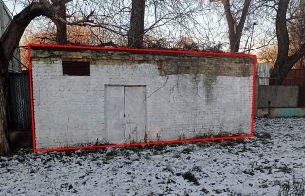В Лефортове демонтировали незаконное строение рядом с железной дорогой