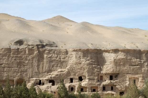 700 рукотворных пещер оазиса Дуньхуан