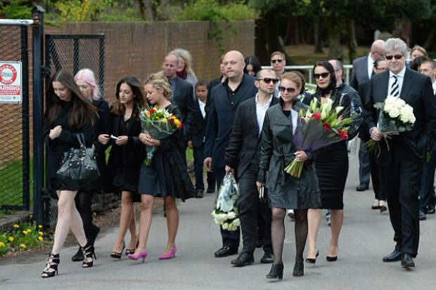 Фото с похорон Бориса Березовского
