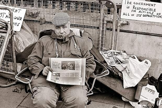 Считая, что его «заслуги» новыми хозяевами плохо оценены, Виктор Макаров объявил голодовку прямо в центре Лондона. Но ничего не добился... Фото: ВАСИЛЬЕВ