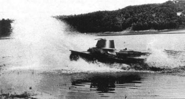На фото - ТМ на испытаниях Исто́рия, военное, плавающие танки, советские танки, танки, танки РККА
