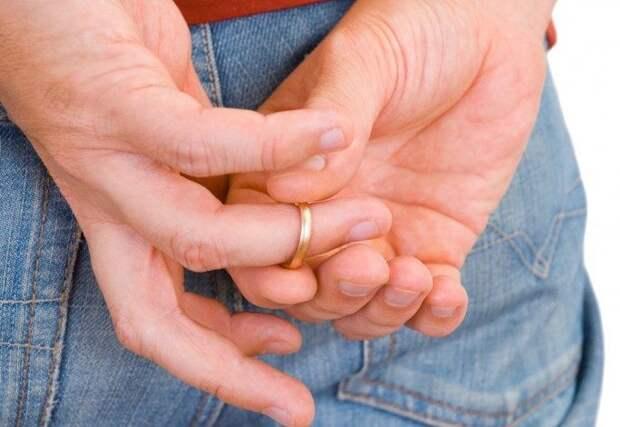 Почему нельзя снимать обручальное кольцо?