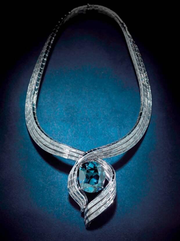 красивый алмаз Хоупа