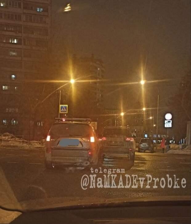 На пересечении Дмитровки и Селигерской произошла авария
