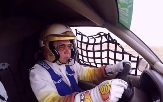 Президент Туркменистана провел первую тренировку на лично сконструированном спорткаре