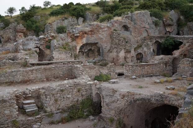 Фото взято с сайта Яндекс картинки. Эфес. Пещеры.