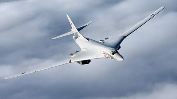 Российский Ту-160 на форсаже ушёл от двух истребителей F-35