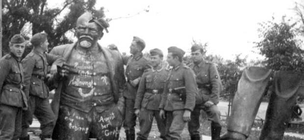Вандализм над памятниками Ленину и Сталину на оккупированной территории. 1941-1944.