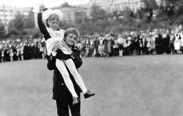 Российские знаменитости на выпускном (ретро фото)
