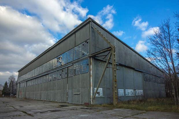 Руины авиационной академии, которую оканчивал Гагарин