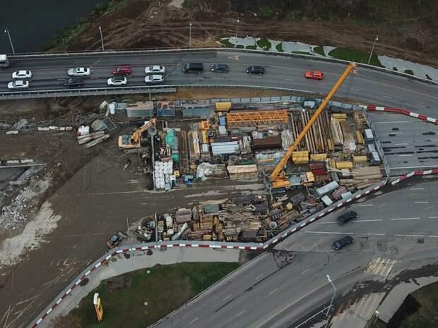 На Волоколамке продолжаются работы по реконструкции моста через реку Сходня