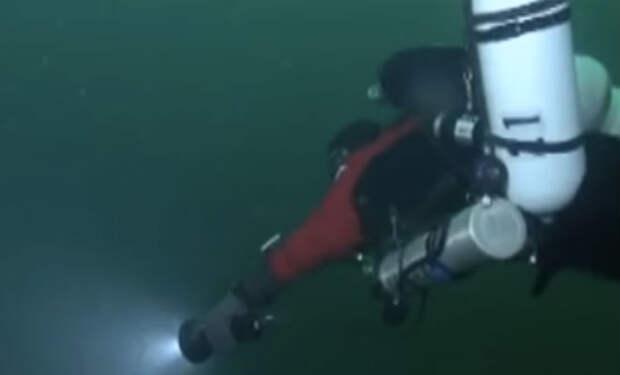 Проникли на затонувшую подлодку Л-24: аквалангисты вскрыли ржавый люк