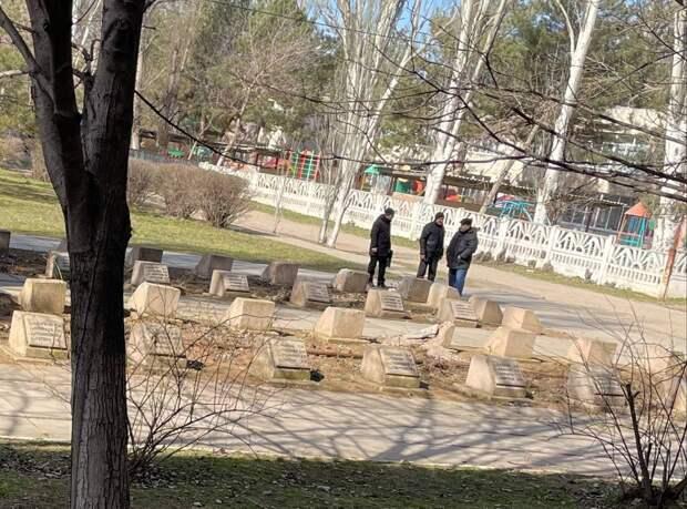 В Армянске неизвестные осквернили братскую могилу на месте бывшего концлагеря