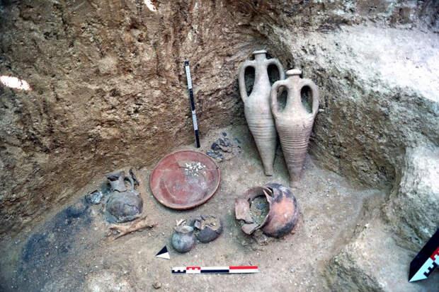 В Крыму найден неразграбленный позднескифский могильник