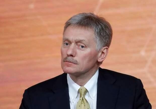 Kremlin spokesman Dmitry Peskov listens during Russian President Vladimir Putin's annual end-of-year news conference in Moscow, Russia December 19, 2019. REUTERS/Evgenia Novozhenina