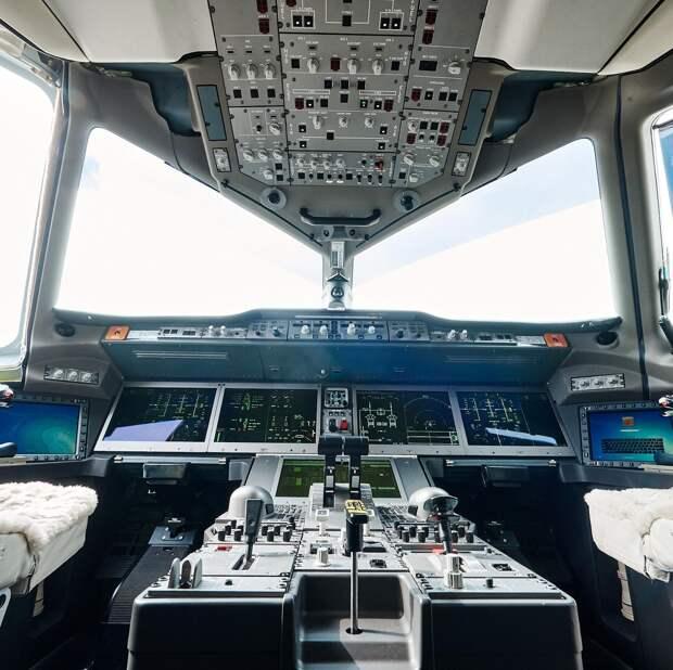 Ростех впервые показал кабину МС-21 в деталях