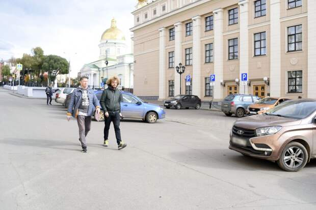 Блогер Илья Варламов выпустил видеообзор прогулки с главой Ижевска