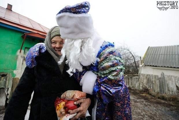 Дед Мороз и Снегурочка в Российской глубинке.