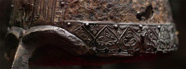 Венец на шлеме князя