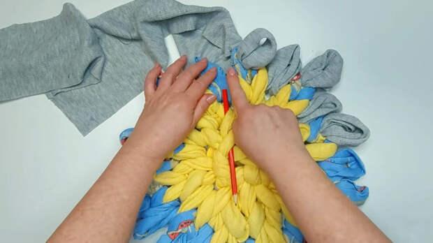 Вязание без крючка: самый лёгкий способ сделать красивый и практичный коврик