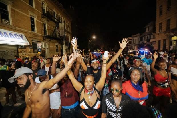 Ежегодный карнавал J'Ouvert Festival в Бруклине