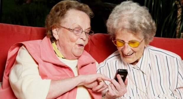 Пенсионеры из района Аэропорт освоили смартфон
