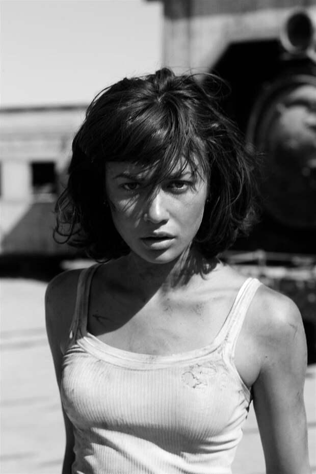 Ольга Куриленко (Olga Kurylenko) в фотосессии Грега Уильямса (Greg Williams) (2008), фото 4