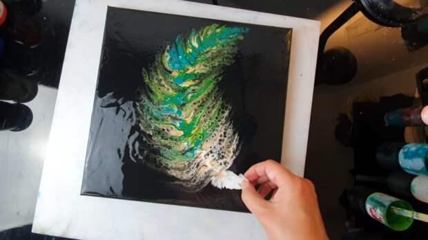 Рисуем сказочно красивое перо с помощью туалетной бумаги за 5 минут