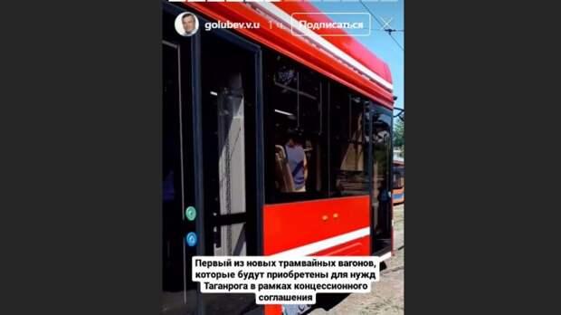 В новых трамваях в Таганроге появятся розетки для зарядки мобильных