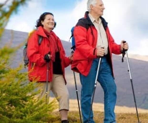 Скандинавскую ходьбу можно практиковать и в пожилом возрасте