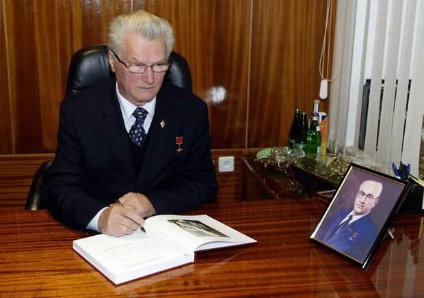 Генерал-майор ЗАЙЦЕВ Геннадий Николаевич