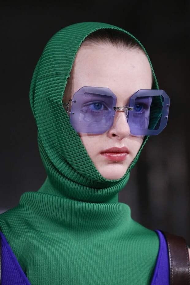 Что такое капор и с каких пор ходить с покрытой головой стало модно?