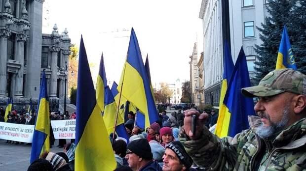 Украинских активистов закидали яйцами в центре Парижа