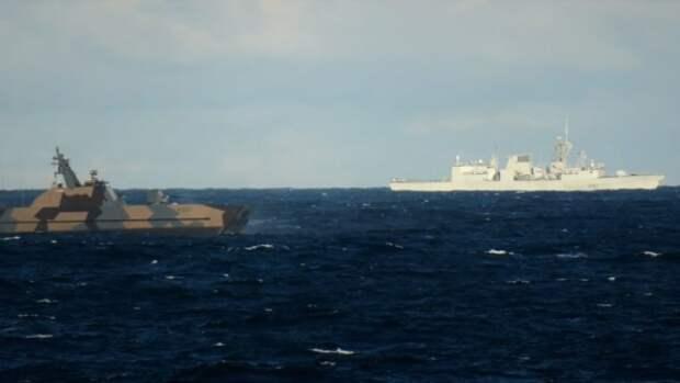 Первый пошел: канадский фрегат загорелся на учениях НАТО