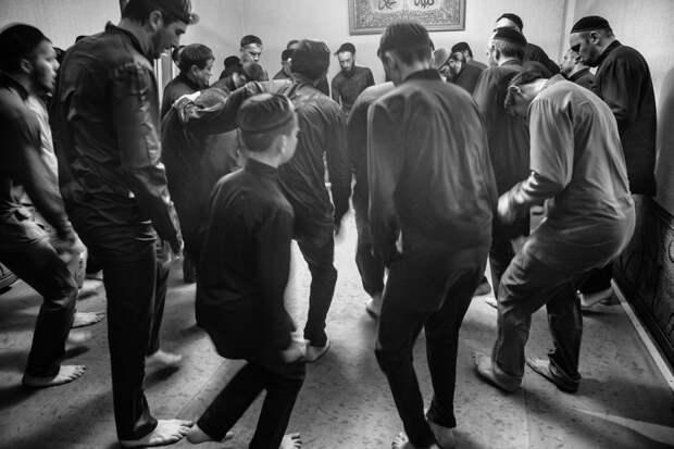 6 атмосферных фото суфий Кавказа — людей, которые верят, что для связи с богом нужно танцевать