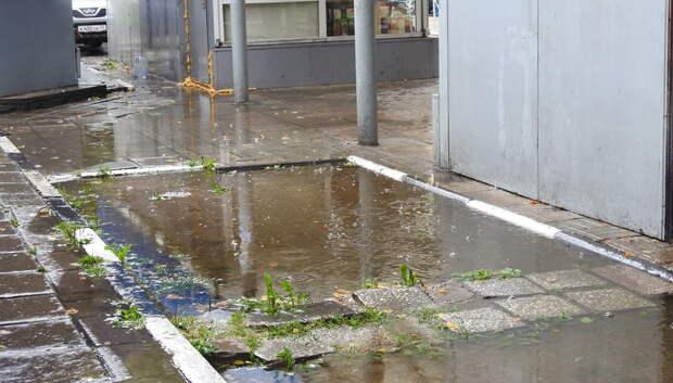 В микрорайоне Климовск Подольска подтопило дворы из‑за ливня